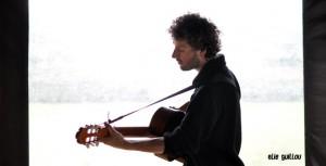 Elie Guillou : Chant, guitare et Pierrick Hardy : Guitare